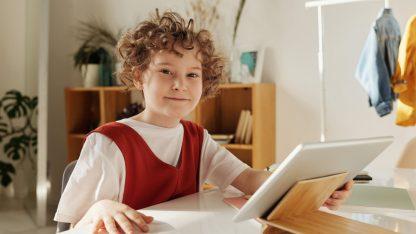 dite-a-online-vyuka-na-tabletu