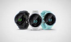 Chytré hodinky Garmin Forerunner 55 YT v černé, bílé a modré barvě