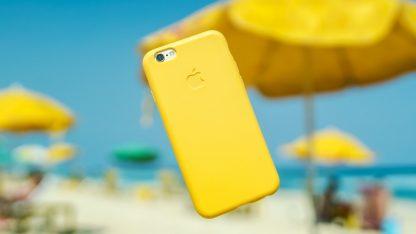 iPhone na pláži