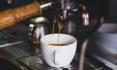 Detail pákového kávovaru