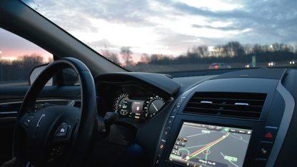Auto s GPS navigací