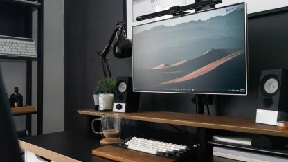 matný monitor