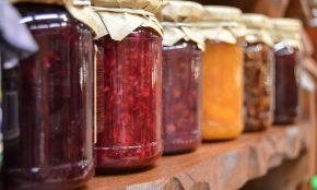 Džemy z různých druhů ovoce