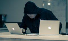 hacker a dva macbooky